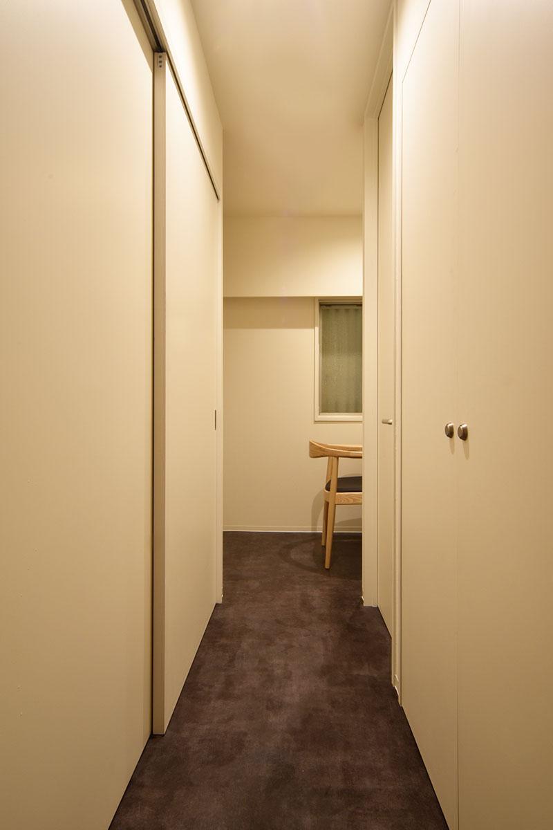 廊下-3より書斎を見る