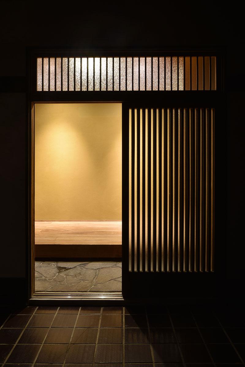 戸建リノベーション_玄関夜景